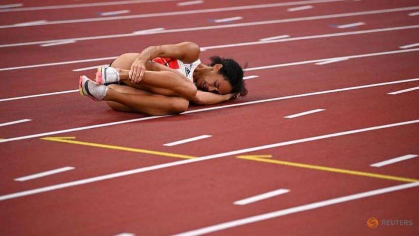 Olympics-Athletics-World champion Johnson-Thompson out injured, Vetter leads