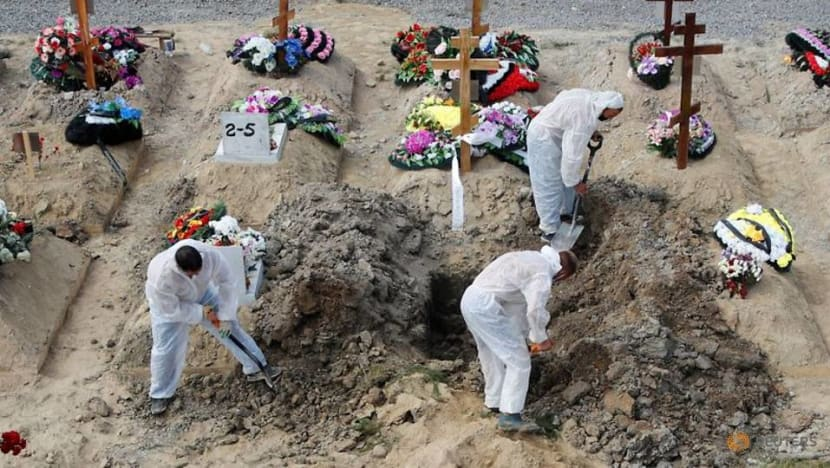 Russia's COVID-19 daily death toll climbs to new pandemic high