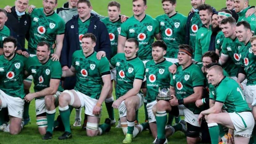 Rugby-Ireland find their form with 32-18 England thrashing