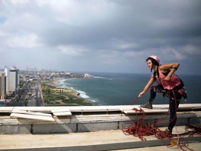Squeegee selfies: Tel Aviv tower-washer is rising TikTok star