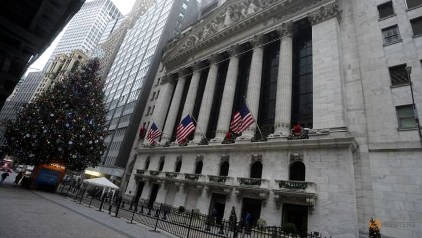 Wall Street ends up on recovery expectation